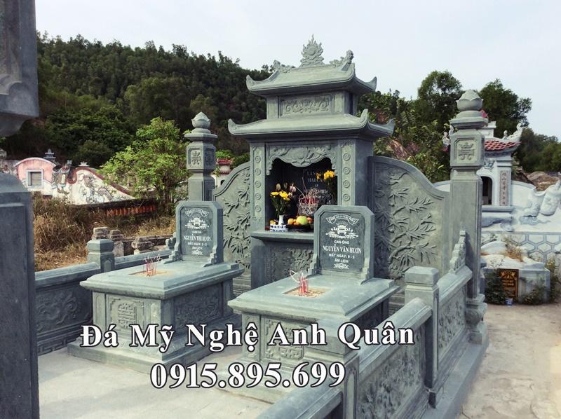 Long đình đá xanh rêu với hai ngôi mộ đá đơn ở phần cung thờ